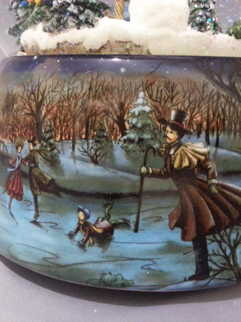"""Снежный шар """"Семейная прогулка"""""""