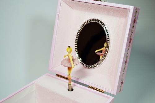 Музыкальная шкатулка куб «Пуанты»