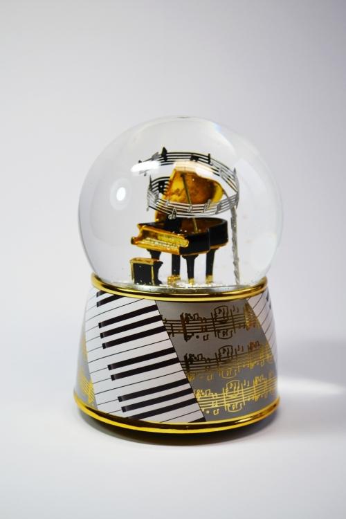 "Снежный шар ""Рояль"""