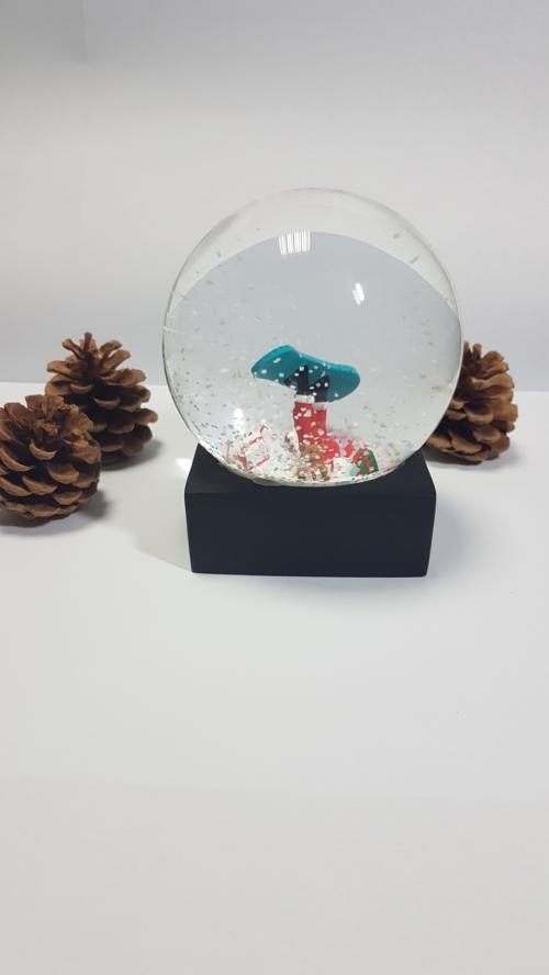 "Снежный шар ""Санта-бордист"""