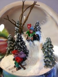 """Снежный шар """"Маленькие лыжники"""""""