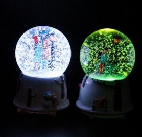 Снежный шар c автоснегом и подсветкой Влюбленные №2